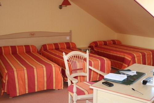Logis Le Port Saint Aubin : Hotel near Miré