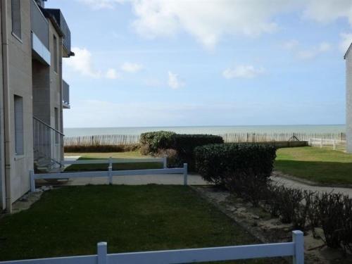 Apartment A jullouville appartement dans residence front de mer : Apartment near Champeaux