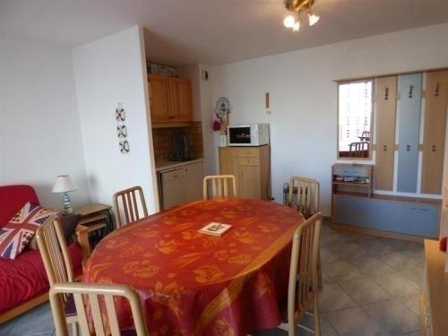 Apartment Jullouivlle appartement rdc avec vue sur mer : Apartment near Carolles