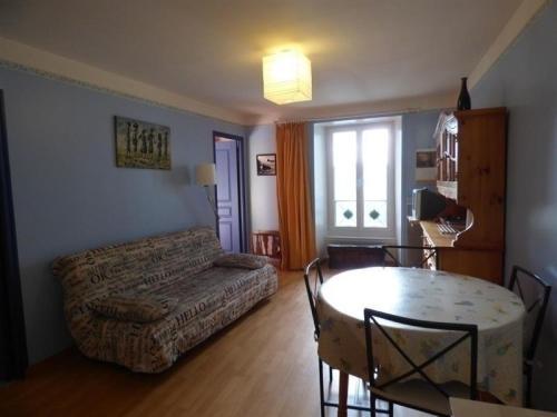 Apartment Granville centre appartement au deuxieme etage : Apartment near Longueville