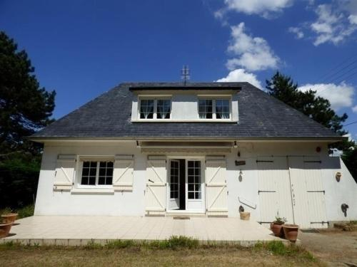 House Jullouville, maison cinq pieces a 400 metres de la plage : Guest accommodation near Angey
