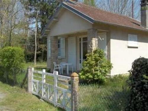 House Jullouville maison de vacances de plain pied : Guest accommodation near Carolles