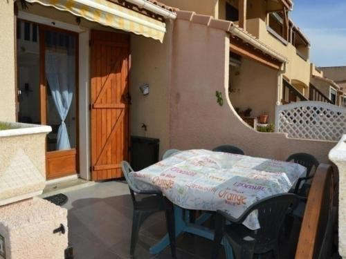 Apartment Village de la grande bleue : Guest accommodation near Caves