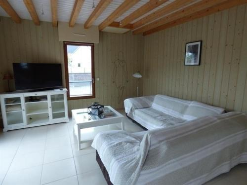 House A jullouville, belle maison en bois : Guest accommodation near Saint-Pierre-Langers