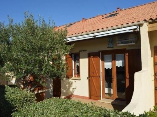 House Village de la grande bleue 1 : Guest accommodation near Caves
