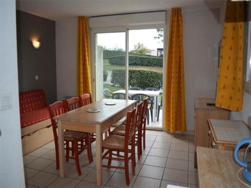 House Salavas - 6 pers, 40 m2, 3/2 : Guest accommodation near Salavas