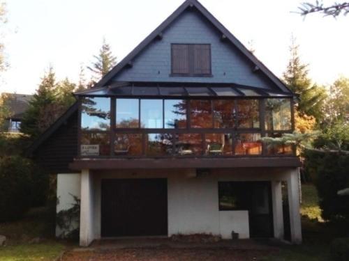 House Magnifique chalet de vacances : Guest accommodation near Espinchal
