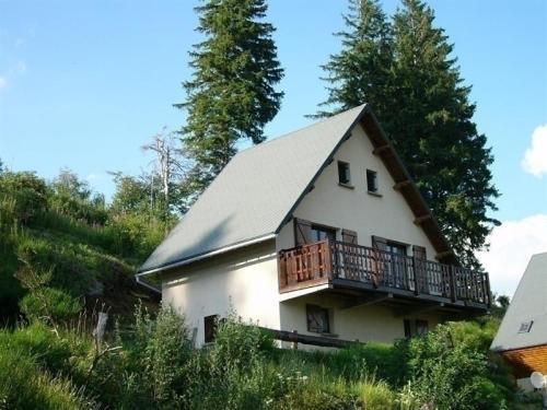 House Agreable chalet à besse au coeur de la nature : Guest accommodation near Compains