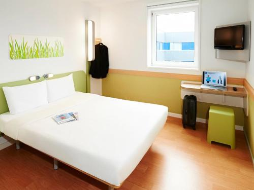 ibis budget Compiègne Centre-Ville : Hotel near Gury