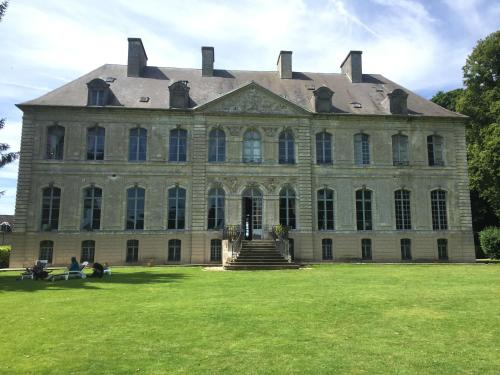 Château de Couin : Bed and Breakfast near Hannescamps
