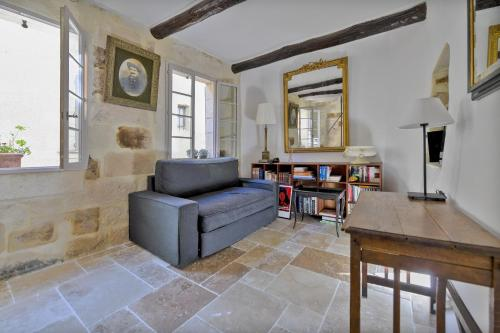 Uzès Townhouse with Loggia & Views : Guest accommodation near Arpaillargues-et-Aureillac