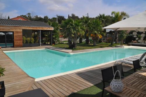 Villa Carroubier : Bed and Breakfast near La Londe-les-Maures