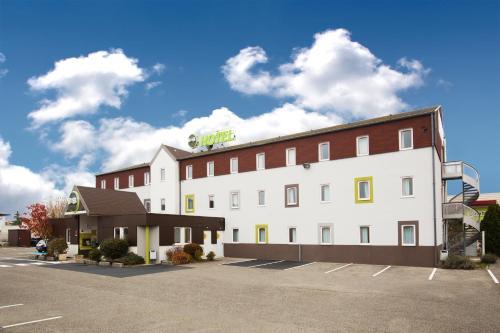 B&B Hôtel LYON Saint-Bonnet Mi-Plaine : Hotel near Saint-Bonnet-de-Mure