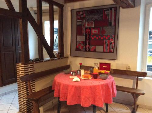 Maison : Guest accommodation near Luisant