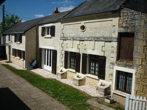 Gite Maison de campagne 86120 : Guest accommodation near Ternay