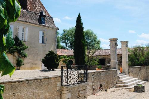 Château Logis de Beaulieu : Guest accommodation near Saint-Médard