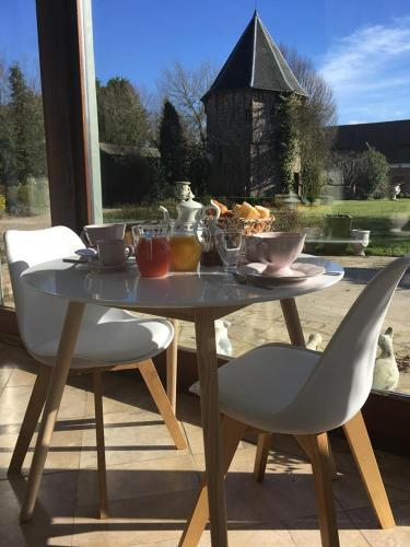 La Cour d'Hortense : Bed and Breakfast near Yvrench