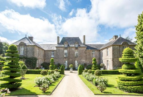 Château de La Ballue - Les Collectionneurs : Hotel near Bazouges-la-Pérouse