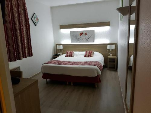 Kyriad Hotel - Restaurant Carentan : Hotel near Montmartin-en-Graignes