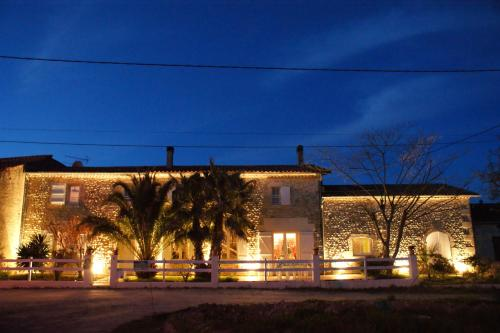 Le Clos de la Palmeraie : Guest accommodation near Saint-Germain-d'Esteuil