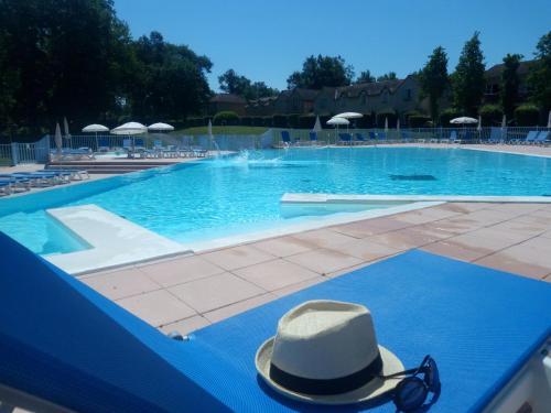 Résidence Lac Mondésir : Guest accommodation near Montaut