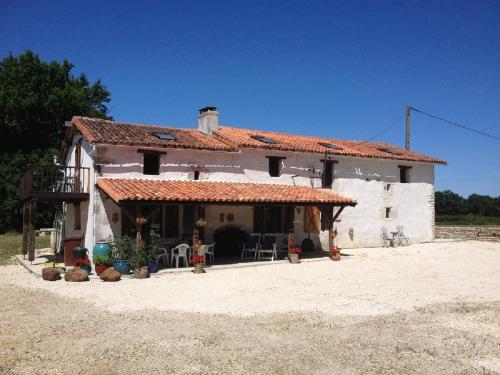 Villeneuve Mauprevoir : Bed and Breakfast near Saint-Romain