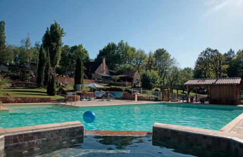 Camping Naturiste Terme d'Astor : Guest accommodation near Labouquerie