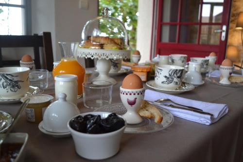 Les Terrasses De Bessou : Bed and Breakfast near Lusignan-Petit