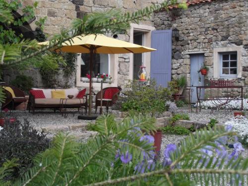 Mas de Mauras - Gîte et Chambre : Bed and Breakfast near Langogne