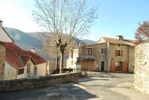 Holiday home Place de l'eglise : Guest accommodation near Le Rozier