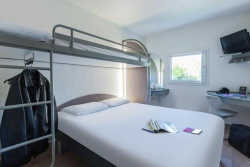 ibis budget Nimes Caissargues : Hotel near Rodilhan