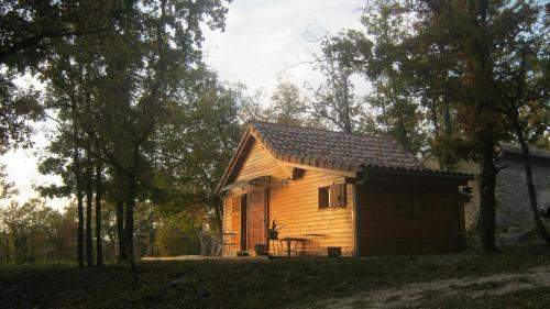 Chalet dans les Bois du Quercy : Guest accommodation near Lapenche