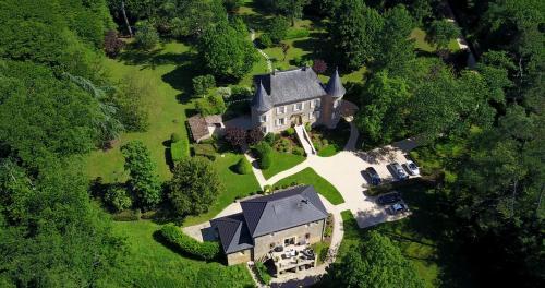 Château de Maraval : Guest accommodation near Cénac-et-Saint-Julien