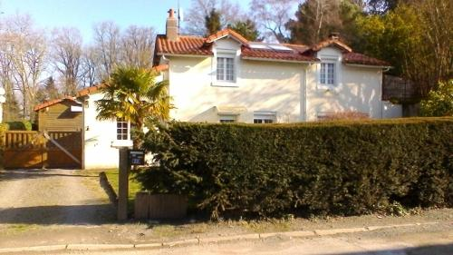 La Petite Maison Blanc : Bed and Breakfast near Courlay