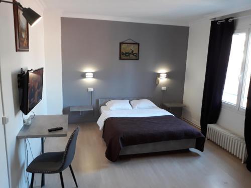 Hotel St Charles : Hotel near Condé-sur-Vesgre