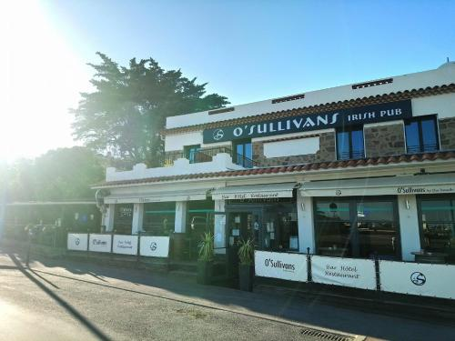 O'Sullivans Bar and Hotel : Guest accommodation near Théoule-sur-Mer