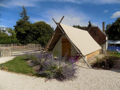 La Tente du Chercheur d'Or : Guest accommodation near Turny
