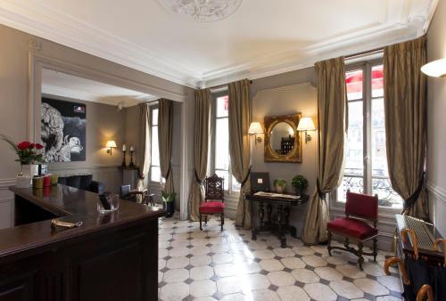 Hôtel De La Porte Dorée : Hotel near Saint-Mandé