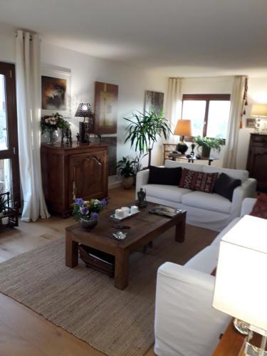 Chambre dans Appartement de Caractère : Guest accommodation near Pessac