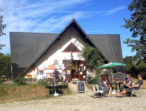 Camping le Soustran : Guest accommodation near Ussel