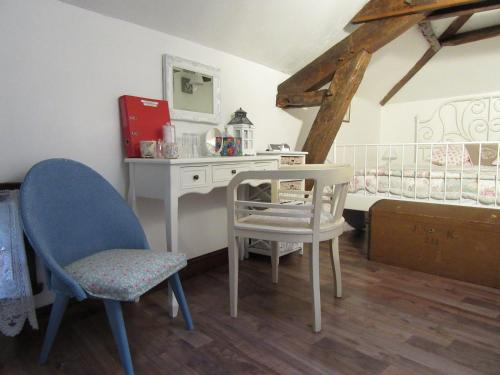 La Maison Au Coin : Bed and Breakfast near Civaux