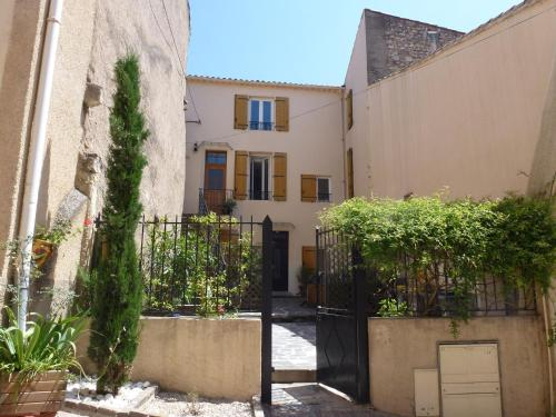 Comfortable Gite (2) in attractive Languedoc Village : Apartment near Puissalicon