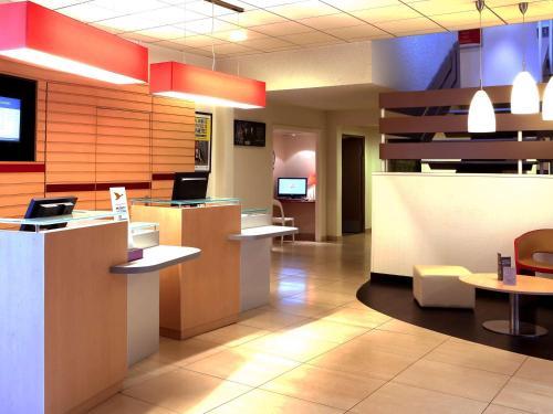 ibis Charleville Mezières : Hotel near Ville-sur-Lumes