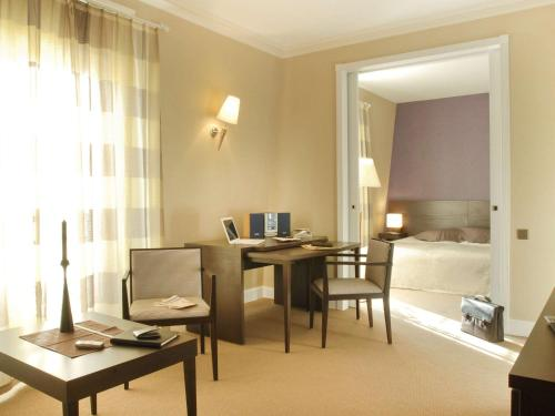 Aparthotel Adagio Paris Haussmann : Guest accommodation near Paris 8e Arrondissement