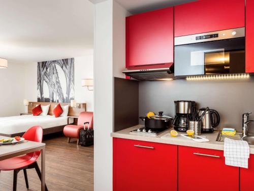 Aparthotel Adagio La Defense Courbevoie : Guest accommodation near Courbevoie