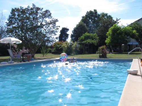 The Retreat @ Le Grand Bois : Bed and Breakfast near Virazeil