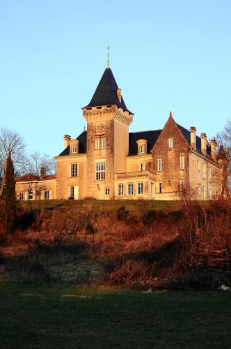 Chambres d'Hôtes Château de Bellevue : Bed and Breakfast near Saint-Quentin-de-Chalais