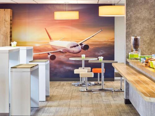 ibis budget Marseille Aeroport Provence : Hotel near Vitrolles