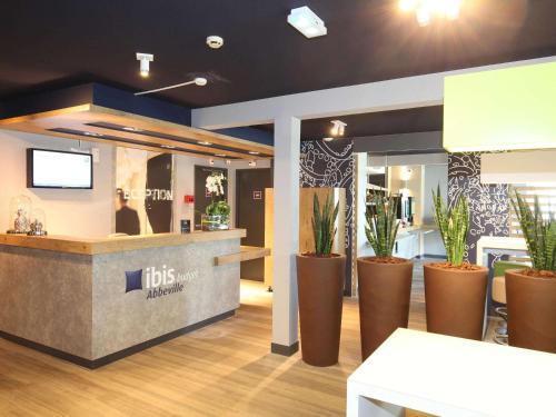 Hotel Ibis Budget Abbeville : Hotel near Cannessières