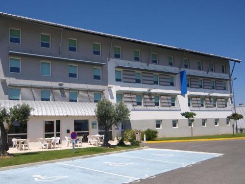ibis budget Carcassonne Aéroport : Hotel near Roullens